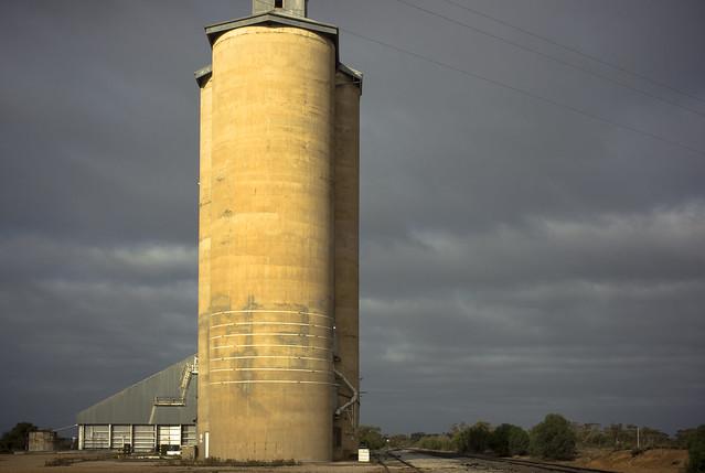 armazenagem de grãos - tipos de silo - silos de concreto